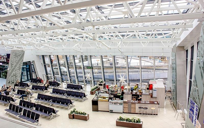 Зона ожидания с кафе в аэропорту Минска